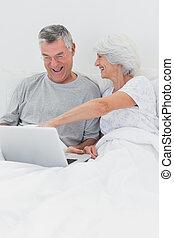 mûrir, ordinateur portable, maris, pointage femme