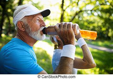 mûrir, remplir de nouveau, couple, boissons, énergie,...