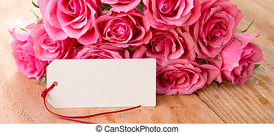 mütter tag, hintergrund, mit, rosafarbene rosen, aus, hölzern, tisch.