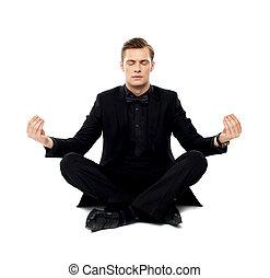 mądry, młody mężczyzna, w, partia, nosić, czyn, yoga