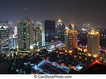 město, v noci