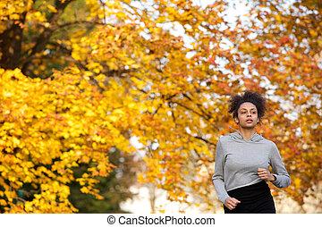 młoda kobieta, jogging, outdoors, w parku