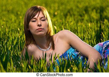 młoda kobieta, medytacja, w, niejaki, zielony