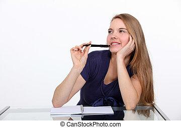 młoda kobieta, pisanie, w, niejaki, notatnik