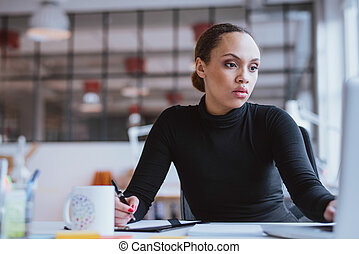 młoda kobieta, pracujący, nowa sprawa, przeznaczenie