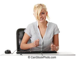 młoda kobieta, pracujący, z, komputer