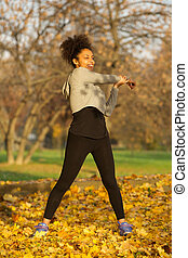 młoda kobieta, rozciąganie, mięśnie, ruch, trening