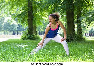 młoda kobieta, rozciąganie, outdoors