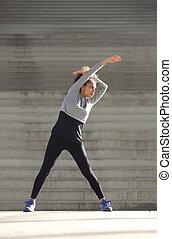 młoda kobieta, rozciąganie ruch, outdoors