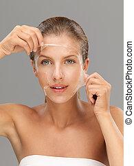młoda kobieta, rozdziewając, łuszczenie, maska