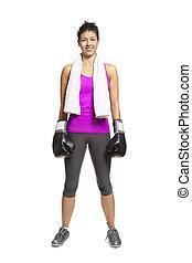 młoda kobieta, w, lekkoatletyka, sprzęt, uśmiechanie się, chodząc, boks rękawiczki