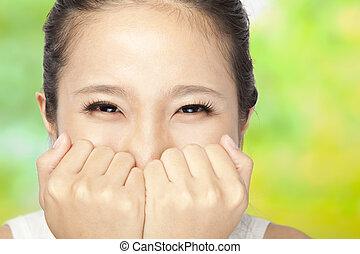 młoda kobieta, z, uśmiechanie się, oczy