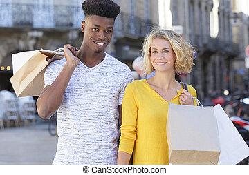 młoda para, multiethnic, mnóstwo, outdoors