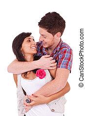 młoda para, obejmowanie