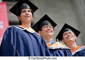 młody, absolwenci