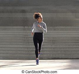 młody, afrykańska amerykańska kobieta, jogging, sam, outdoors