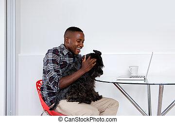 młody, afrykanin, facet, interpretacja, z, jego, pieszczoch, pies