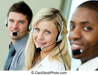młody, businesspeople, pracujący, z, słuchawki