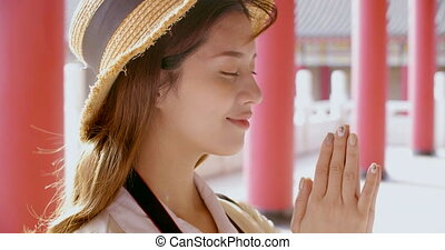 młody, chińczyk, świątynia, modlący się, turysta, kobieta