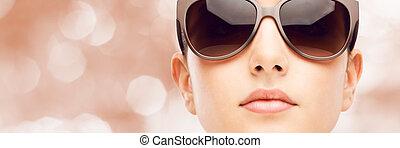młody, fason modelują, z, sunglasses