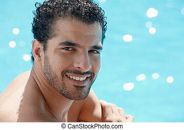młody mężczyzna, posiedzenie, w, pływacki wrębiają