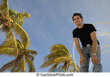 młody mężczyzna, przeciw, tropikalny, niebo