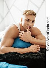 młody, muskularny, człowiek, sexy