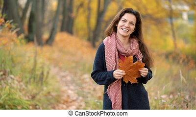 młody, park, jesień, kobieta