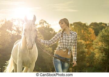 młody, piękny, dziewczyna, z, niejaki, biały koń, na, przedimek określony przed rzeczownikami, pole