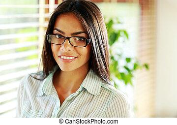 młody, piękny, kobieta interesu, w, okulary, na, biuro