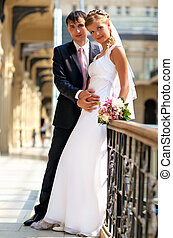 młody, poślubna para
