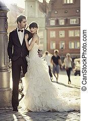 młody, pociągający, małżeństwo, para, w, przedimek określony przed rzeczownikami, stare miasto