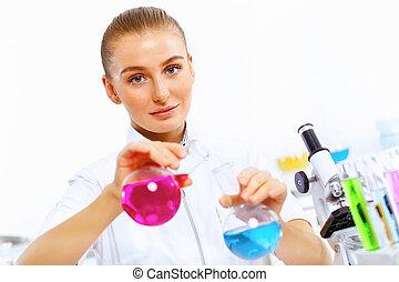 młody, samica, naukowiec, pracujący, w, laboratorium