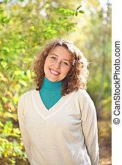 młody, szczęśliwy uśmiechnięty, kobieta, outdoors