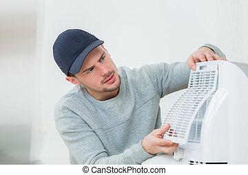 młody, technik, instalowanie, klimatyzacja, system, być w...