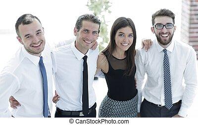 młody, twórczy, handlowy zaprzęg