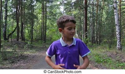 młody, uprawiający jogging
