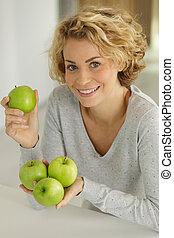 maçãs, dela, mulher, mãos, segurando