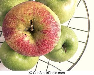 maçãs, ligado, um, metálico, cesta