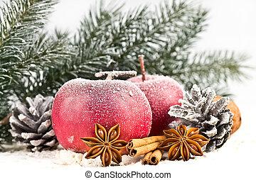 maçãs vermelhas, polvilhado, com, neve, cones