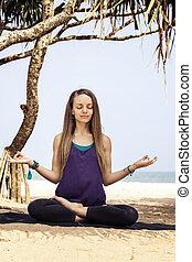 mañana, meditación, debajo, el, árboles de palma
