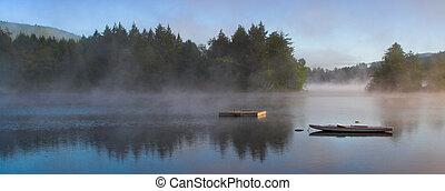 mañana, niebla, en, un, lago, (panorama)