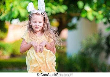 mała dziewczyna, święto, wielkanocna trusia, kłosie