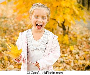 mała dziewczyna, uśmiechanie się