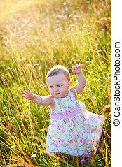 mała dziewczyna, w, przedimek określony przed rzeczownikami, łąka