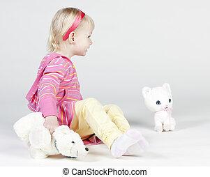 mała dziewczyna, zabawki