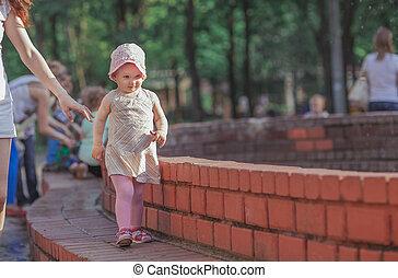 mała macierz, córka, fontanna, chód, młody, miasto