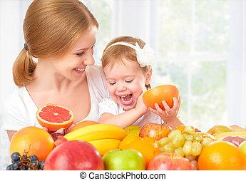 mała macierz, dziewczyna, szczęśliwy, owoc, wegetarianin, córka, rodzinne jadło, zdrowy, jeść