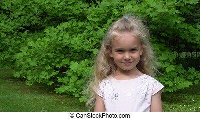 mały, dama, słońce, gimbal, szczęśliwy, blond, motion., ...