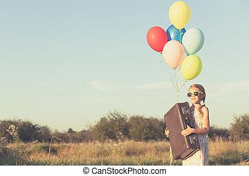 mały, dzień, time., dziewczyna, interpretacja, droga, szczęśliwy